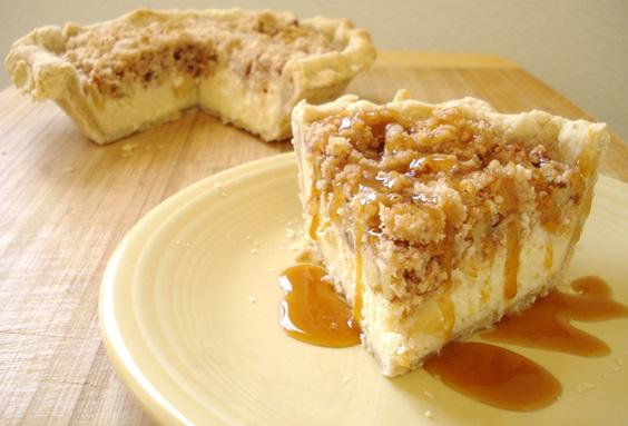 Apple Cheesecake Crumb Pie