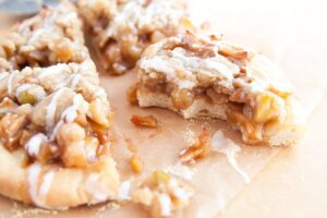 Apple Pie Pizza | dessertfortwo.com