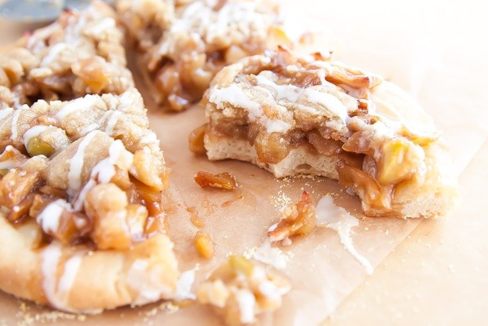 Apple Pie Pizza | dessertfortwo.com