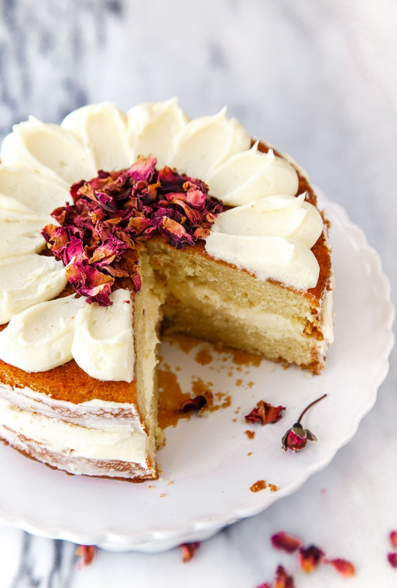 Small Chocolate Cake Images : White Chocolate Rose Cake