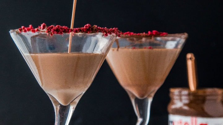 Nutella Raspberry Martini for two. Best chocolate martini for two with Nutella and raspberries. Perfect date night in cocktail for two.