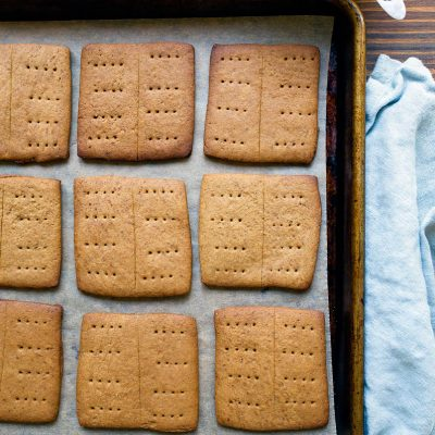 Homemade healthy graham crackers made with unrefined sugars only!