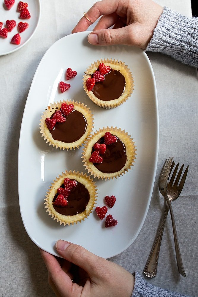 Mini cheesecakes as dessert for two for Valentine's Day