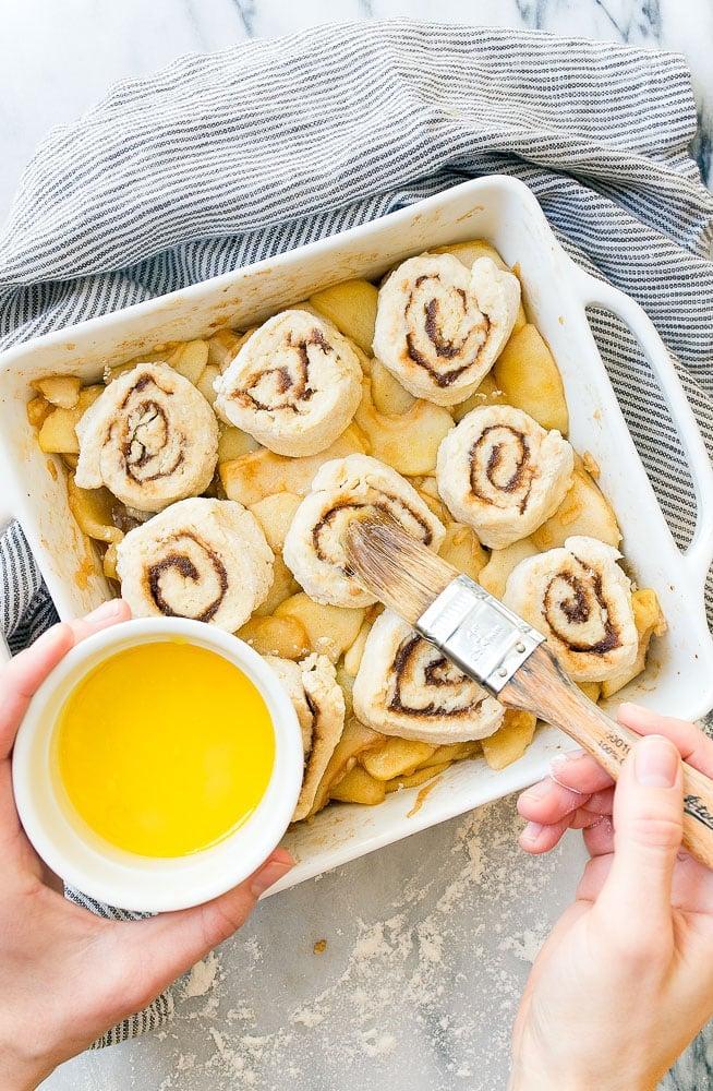 Easy Apple Cobbler Recipe with Cinnamon Rolls on Top