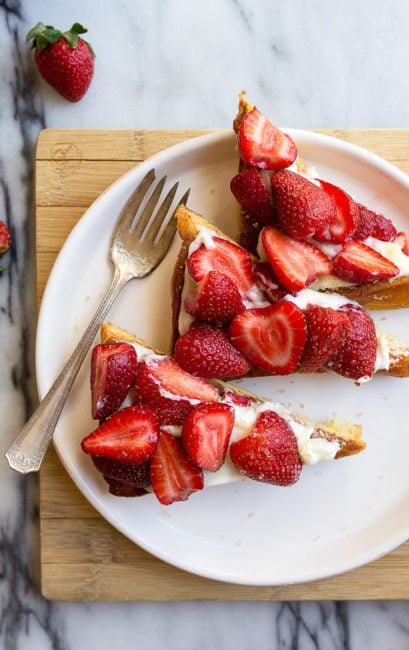 Cheesecake Toast recipe with Strawberries