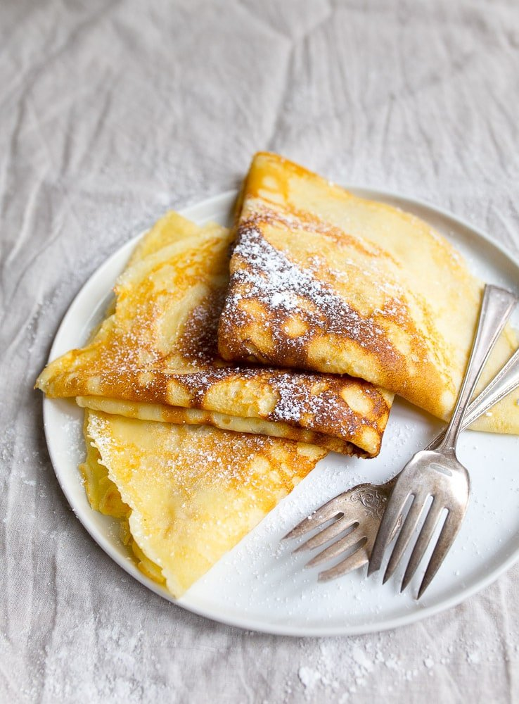 Crepe recipe for two people. Dessert for two