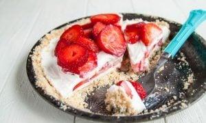 Strawberry Mascarpone Yogurt Pie