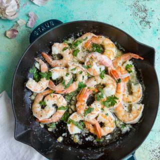 garlic butter shrimp with lemon