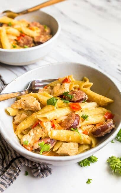 instant pot cajun chicken pasta in bowl