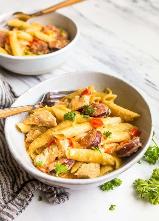 instant pot cajun chicken pasta in bowl