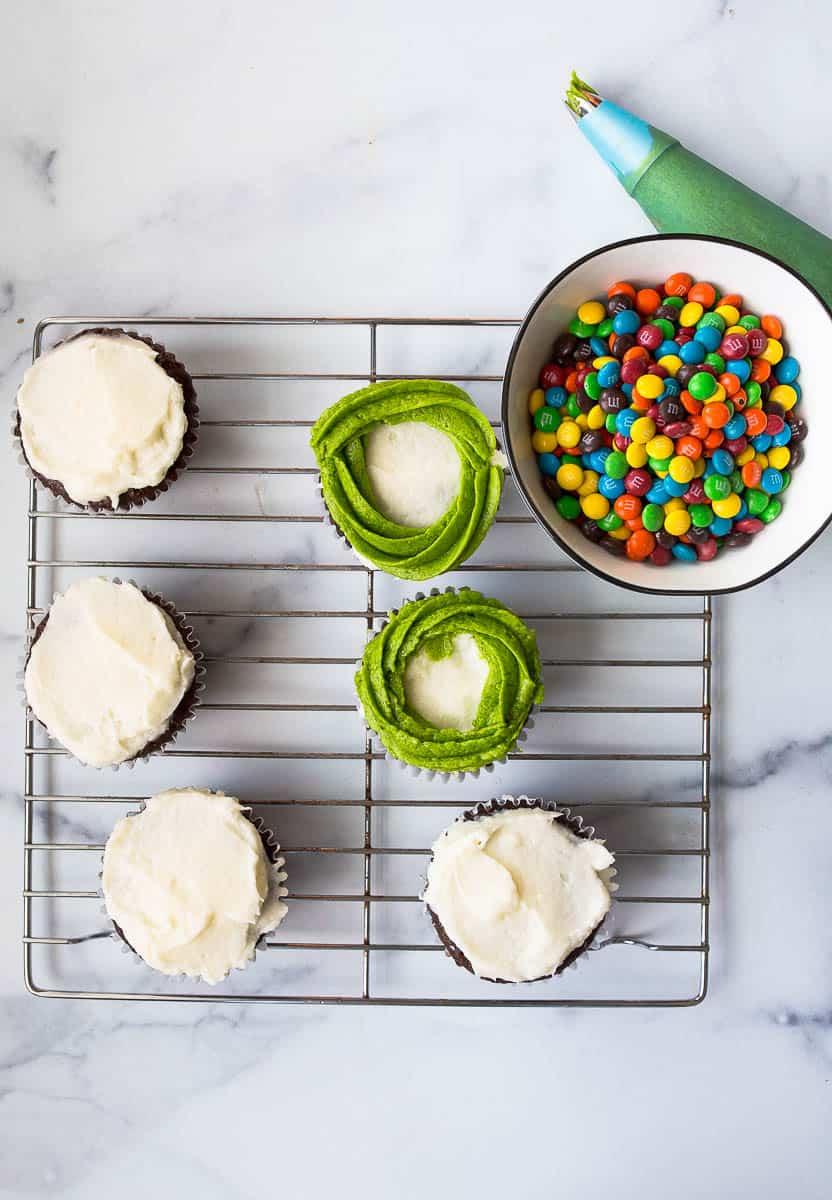 how to make wreath cupcakes